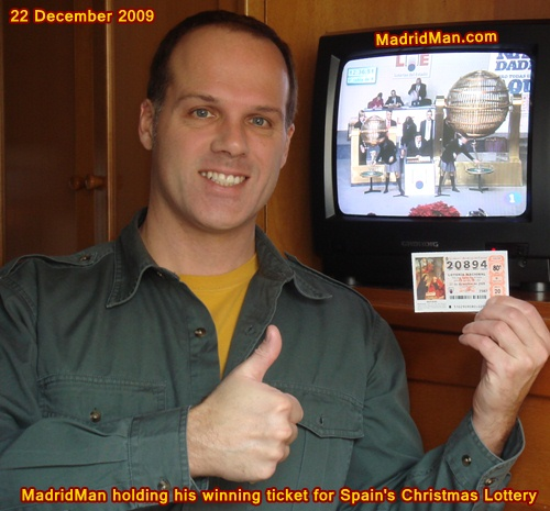 MadridMan-winning-lottery-ticket-Spain-Christmas-Lottery-2009.jpg