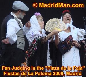 fiestas-de-la-paloma-2009-plaza-de-la-paja-fan-judging.jpg