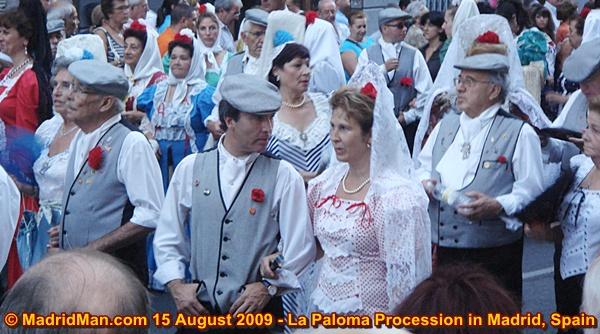 la-paloma-procession-chulapas-chulapos-madrid-2009.JPG