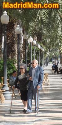 old-people-walk-slow.jpg